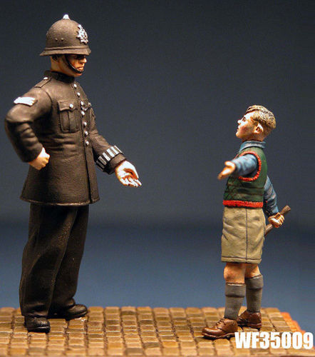 WF35009, 1/35th scale 1940's British Civilian Policeman with Wee Boy
