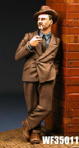 WF35011, 1/35th scale WWII British Civilian Spiv