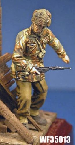 WF35013, 1/35th scale WWII British Para with Sten