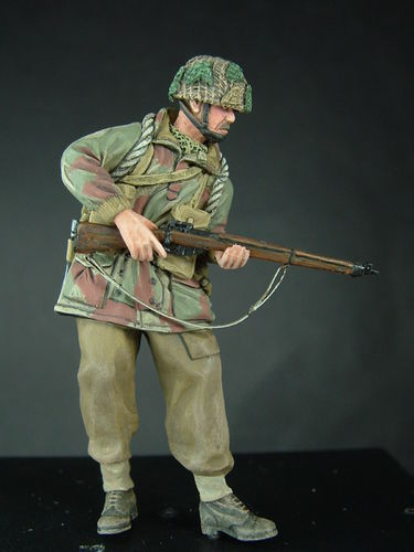 WF35023, 1/35th scale WWII British Para Standing (Lee Enfield No4)