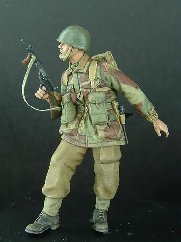 WF35024, 1/35th scale WWII British Para Standing (Sten)