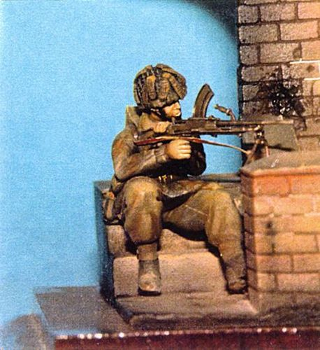 WF35025, 1/35th scale WWII British Para Kneeling (Bren)