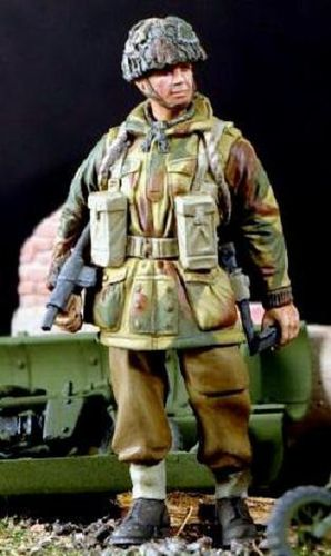 WF35047, 1/35th scale WWII British Para Relaxed with Sten
