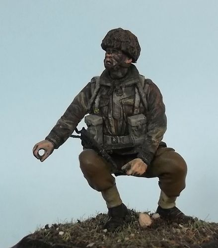 WF35048, 1/35th scale WWII British Para Crouching